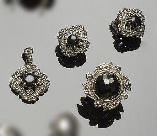 A SET OF STERLING SILVER, ONYX AND marcasite JEWELRY