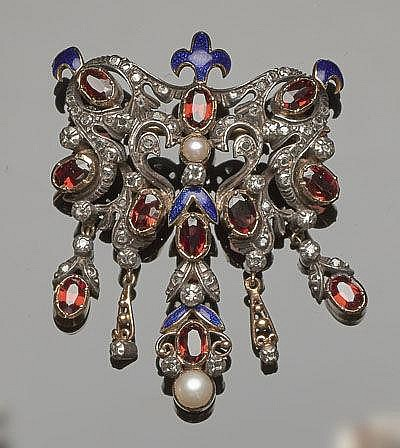 A 19TH CENTURY GOLD, ENAMEL, DIAMOND, GARNET AND PEARL BROOCH