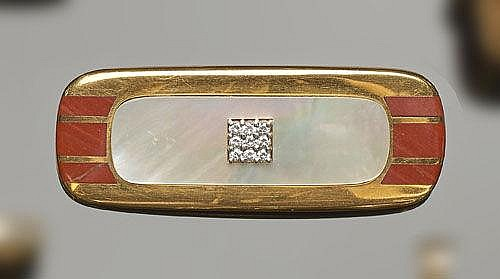 A GOLD, NACRE, AGATE AND DIAMOND BROOCH