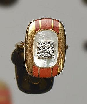 A GOLD, NACRE, AGATE AND DIAMOND RING