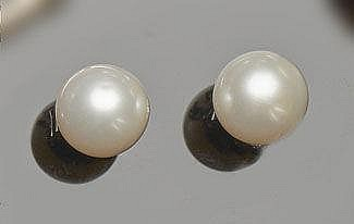 A PAIR OF GOLD AND PEARL STUD EARRINGS