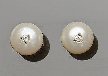A PAIR OF GOLD, ZIRCON AND PEARL STUD EARRINGS