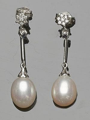 A PAIR OF GOLD, SAPPHIRE, DIAMOND AND PEARL EARRINGS