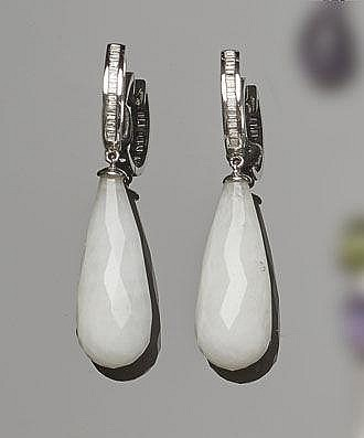 A PAIR OF GOLD, QUARTZ AND DIAMOND DROP EARRINGS