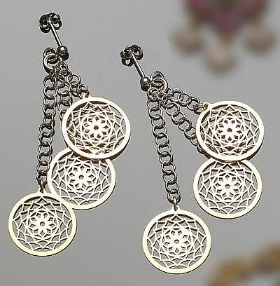 A PAIR OF STERLING SILVER DROP EARRINGS