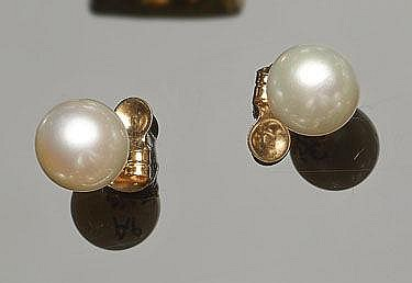 A PAIR OF AUSTRALIAN GOLD PEARLS