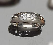 A GOLD AND ZIRCON RING