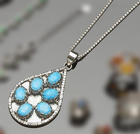 A STERLING SILVER AND TURQUOISE PENDANT WITH SILVER NECKLACE