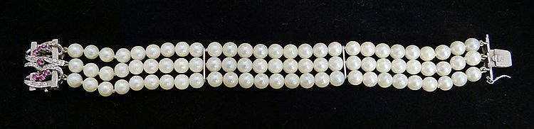 A VINTAGE GOLD, PEARL AND DIAMOND BRACELET