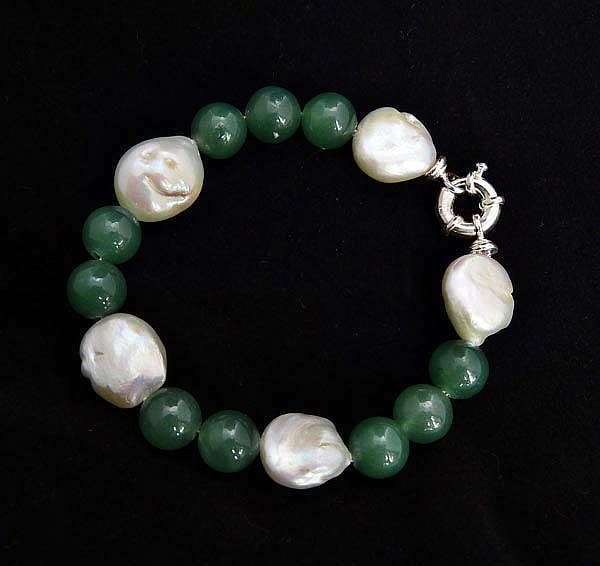 A SILVER, PEARL AND GREEN JADE BRACELET