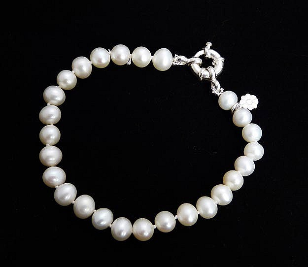 A SILVER AND PEARL BRACELET