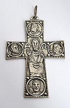 A SILVER VINTAGE HANGING CRUCIFIX