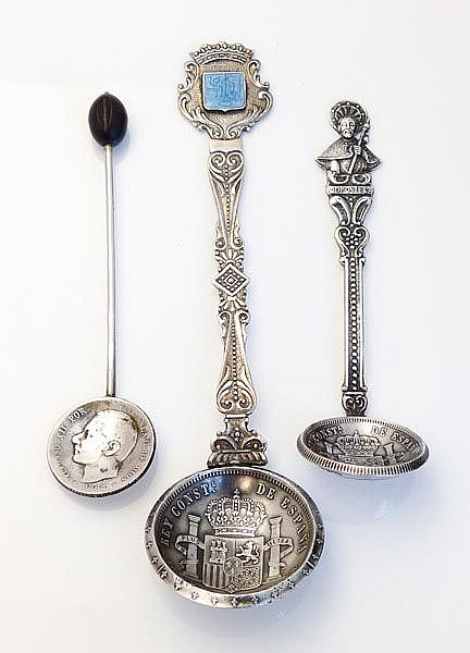 A SET OF VINTAGE SILVER SPOONS