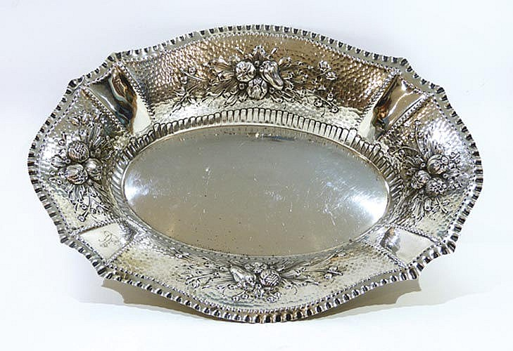 A VINTAGE STERLING SILVER CENTERPIECE