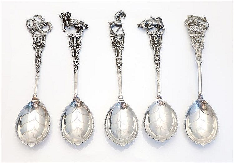 A SET OF VINTAGE SILVER COFFEE SPOONS