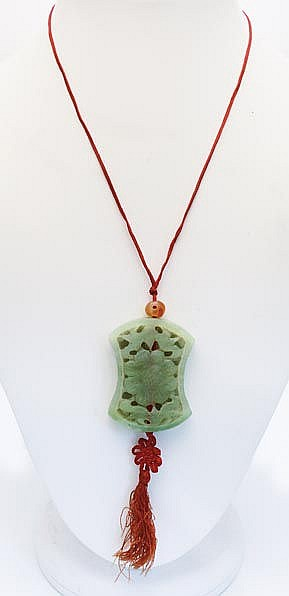 A GREEN JADE NECKLACE