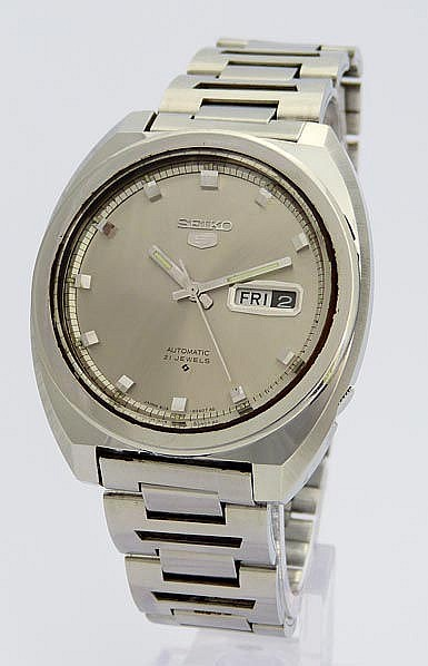 A VINTAGE WRISTWATCH, BY SEIKO