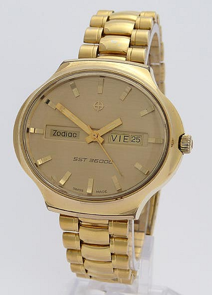 A VINTAGE WRISTWATCH, BY ZODIAC