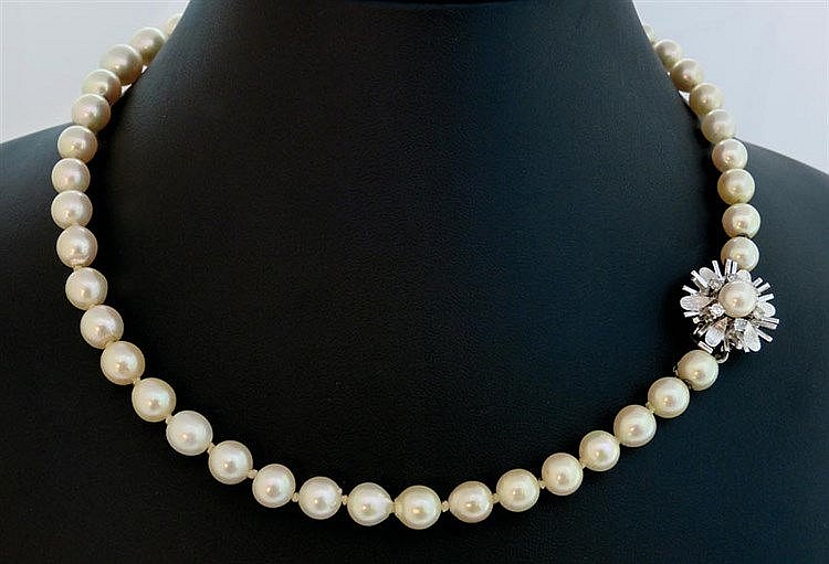 A VINTAGE PEARL, GOLD AND DIAMOND NECKLACE