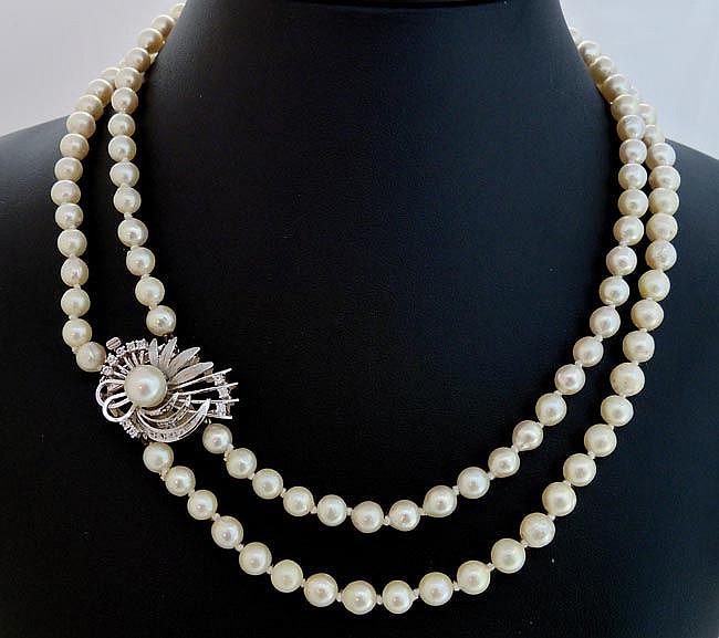 A VINTAGE PEARL, GOLD AND SAPPHIRE NECKLACE