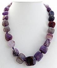 A QUARTZ AND AMETHYST NECKLACE