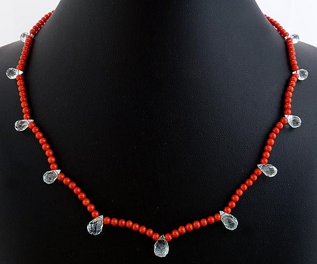 A CORAL AND AQUAMARINE NECKLACE