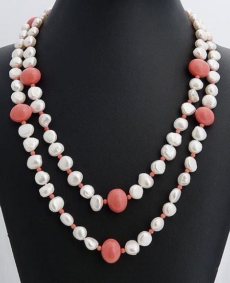 A PEARL AND PINK GEMSTONE NECKLACE