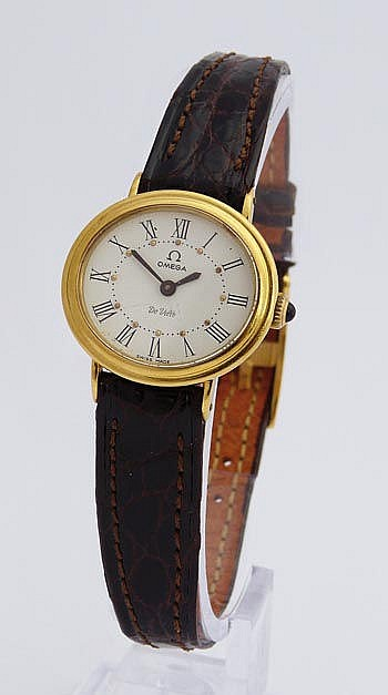 A VINTAGE LADY´S WRISTWATCH, BY OMEGA