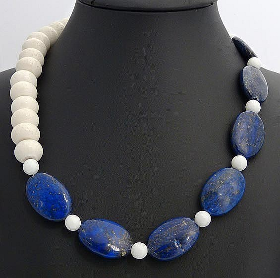 A LAPIS LAZULI, AGATE AND CORAL NECKLACE