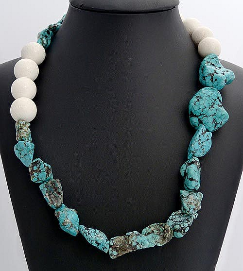 A TURQUOISE AND CORAL NECKLACE