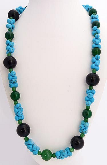 A SILVER, ONYX, GREEN GEMSTONE AND TURQUOISE NECKLACE