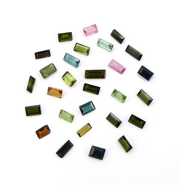 A SET OF 28 TOURMALINES