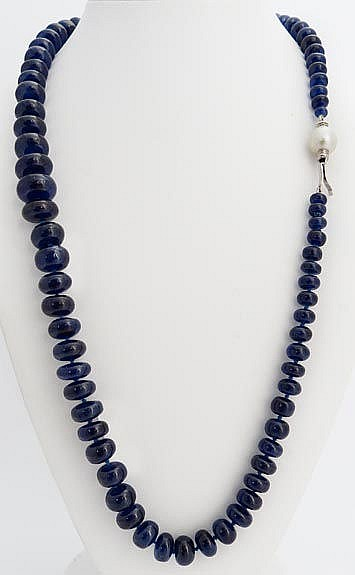 A GOLD, SAPPHIRE AND PEARL NECKLACE