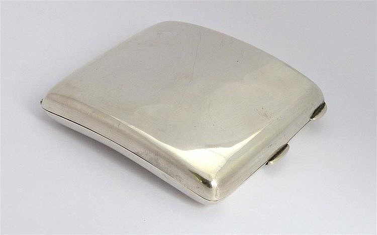AN ENGLISH VINTAGE STERLING SILVER CIGARETTE CASE