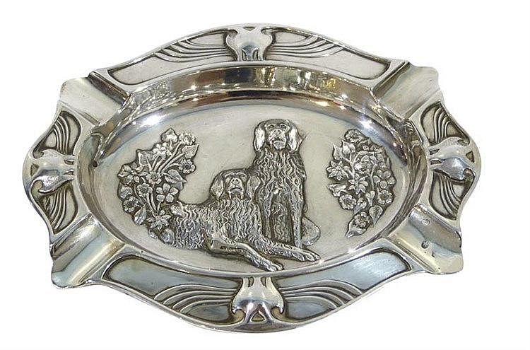 A VINTAGE STERLING SILVER ASHTRAY