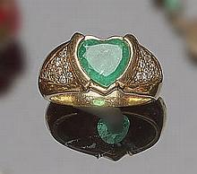 A GOLD, EMERALD AND ZIRCON RING