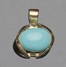 A GOLD AND TURQUOISE PENDANT