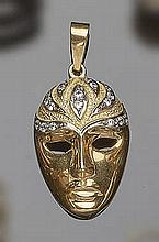 A GOLD AND ZIRCON PENDANT