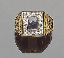 A GOLD, ZIRCON AND SAPPHIRE RING