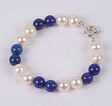 A PEARL AND LAPIS LAZULI NECKLACE