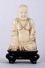A VINTAGE IVORY BUDDHA FIGURE, LATE 19TH/EARLY 20TH CENTURY