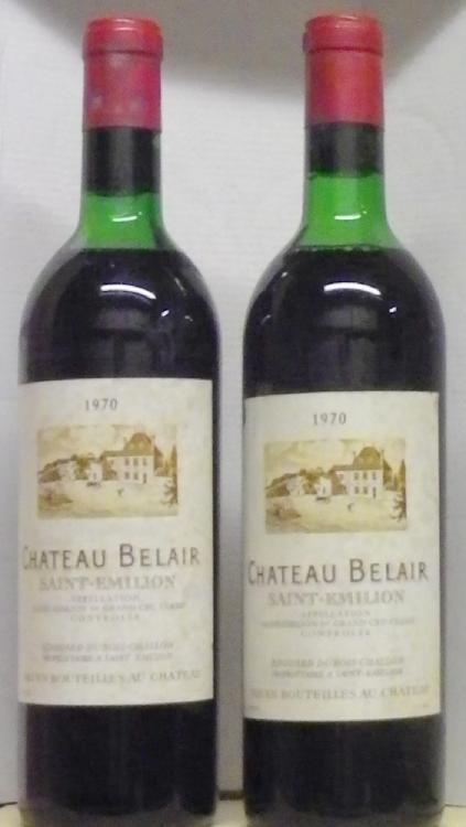 2 Bouteilles BELAIR ST. EMILION Niveaux très légèrement bas, Levels very top shoulder. 1970