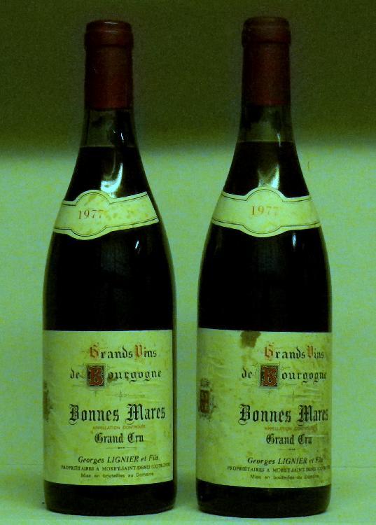 2 Bouteilles BONNES MARES - Lignier et Fils Etiquettes tachées, légèrement abîmées.  1977