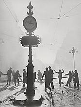 Roger SCHALL (1904-1995) Incendie, vers 1950   Tirage argentique d'époque   29,6 x 23 cm