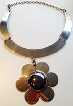 Collier en métal argenté Circa 1970