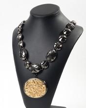 YVES SAINT LAURENT Rive Gauche Prototype par GOOSSENS Lot composé d'un collier en métal noirci et doré et d'un bracelet au modèle à motifs pépites    1978  1979    Longueurs : 66 cm et 19 cm (non signé)