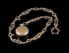 Montre de col en or 585 et émail à frise de grecques et chaine à maillon rond et ovales alternés - Longueur totale : 51cm -  Poids brut : 36,9g   14k gold pocket watch with chain - Totale length : 20in.