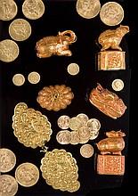 Onze monnaies de 20 Francs or : 1907 , 1912, 1998 (abimée) , 1863, 1814, deux monnaies tunisiennes de 1899 et 1904, une monnaie anglaise de 1997 et une monnaie américaine de 5 dollars or de 1907 - Poids total : 74,3g 11 french, tunisian, english and