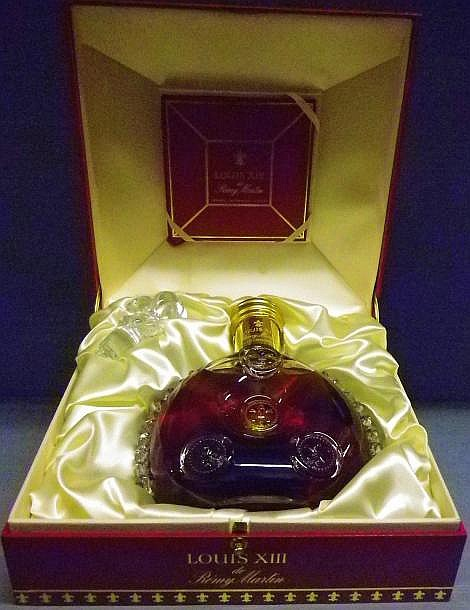1 BOUTEILLE COGNAC LOUIS XIII Carraffe Cristal BACCARAT Coffret d'origine. In a Baccarat Cristal bottle. Original red box.