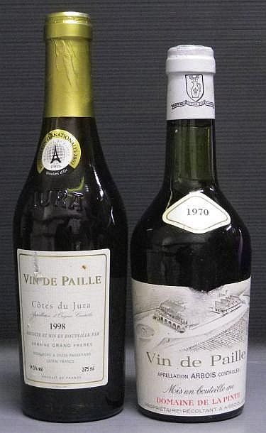 2 DEMI - BOUTEILLES VIN DE PAILLE 1970 - DOMAINE DE LA PINTE Etiquette très légèrement griffée. Label very slightly scratched.VIN DE PAILLE 1998 - GRAND 1970 1970
